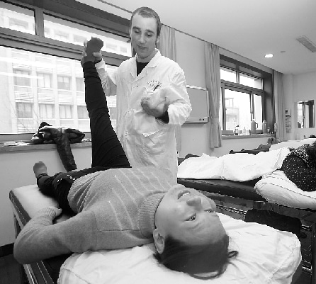foreign chinese medicine doctor in china