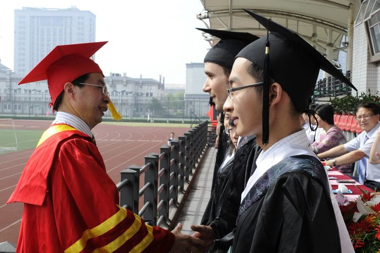Tim Vukan bachelor graduation at zhejiang chinese medical university